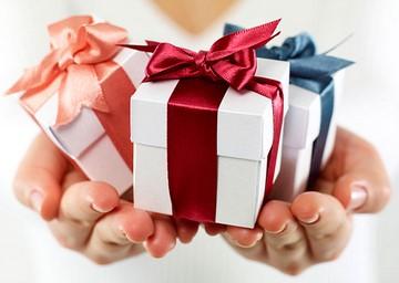 Золотые серьги на подарок: что будет идеально для НЕЁ